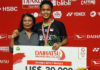 Anthony Sinisuka Ginting poses proudly with his mom at the Indonesia Masters awards ceremony. (photo: sportpix360)