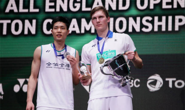 Viktor Axelsen gets a €250 Euro fine from BWF for breaking the BWR GCR Clothing Regulations. (photo: Xinhua)
