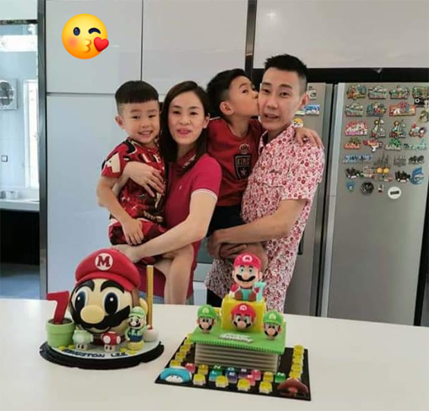 Wish Kingston (second right) a Happy Birthday! (photo: Lee Chong Wei's Facebook)