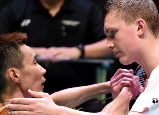 Lee Chong Wei (L) and Viktor Axelsen. (photo: AFP)