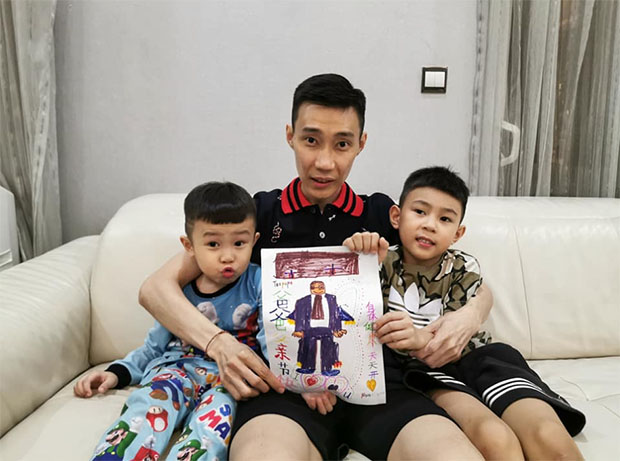 Lee Chong Wei celebrates Father's Day with Kingston (R) and Terrance. (photo: Lee Chong Wei's Facebook)