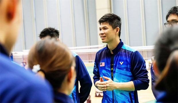 Wong Choong Hann tries to get all shuttlers into competition mode. (photo: Bernama)