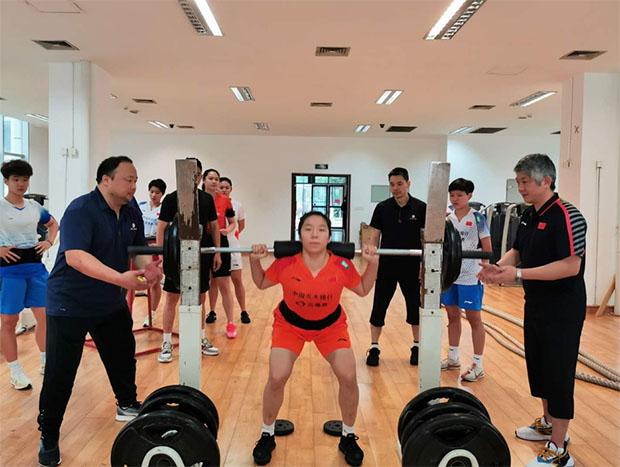 Leg workout for Jia Yifan. (photo: Xinhua)