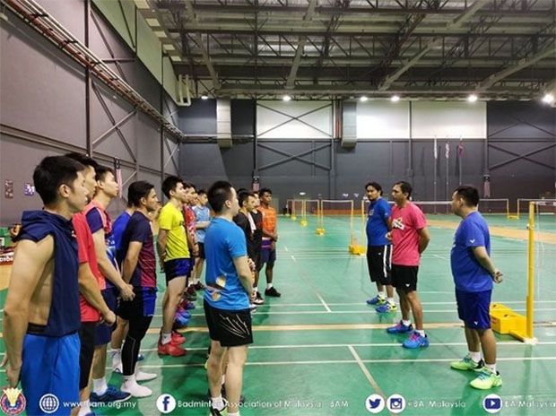 Flandi Limpele (pink shirt) is maximizing practice time for BAM's men's doubles players. (photo: BAM)