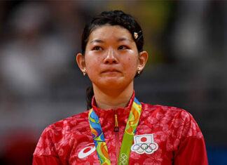 Ayaka Takahashi calls its quits. (photo: David Ramos/Getty Images)