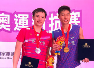 Chou Tien Chen (R) poses for pictures with Wang Tzu Wei at Simulated Tokyo Olympic Games awards ceremony.