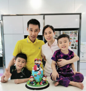 Lee Chong Wei celebrates 38th birthday with his wife and two sons. (photo: Lee Chong Wei's Facebook)