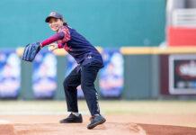 Tai Tzu Ying happily pitching at Taiwan's Red Bull Batting Mania. (photo: Red Bull)