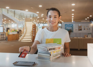Tai Tzu Ying promotes literacy and reading in Kaohsiung Main Public Library. (photo: Kaohsiung Main Public Library)