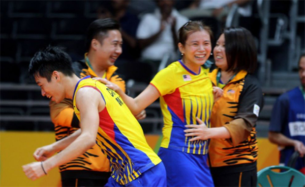 Chan Peng Soon (left) and Goh Liu Ying (second right) voice support for coach Chin Eei Hui (right) after knowing her contract will not be renewed by BAM. (photo: Bernama)