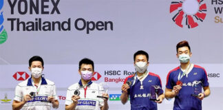 Goh V Shem/Tan Wee Kiong and Wang Chi-Lin/Lee Yang at the YONEX Thailand Open award ceremony. (photo: Badminton Thai)