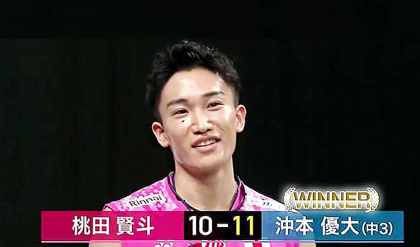 Kento Momota having fun during an exhibition match. (photo: Daihatsu)