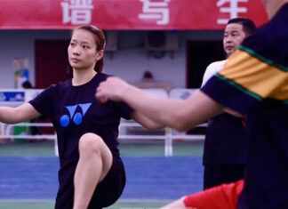 Huang Yaqiong leads the group in training. (photo: Badminton China)
