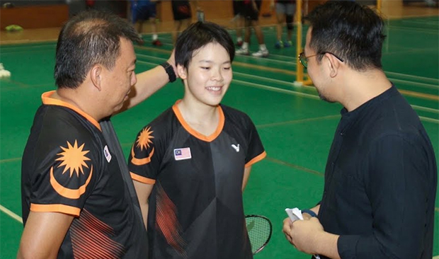 Wish Goh Jin Wei (middle) all the best in her future endeavors. (photo: Goh Jin Wei's YouTube video)