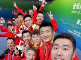 Liu Cheng (right 1) and Chen Long (right 2) celebrates with teammates after winning the 2021 China's 14th National Games men's team title. (photo: Chen Long's Weibo)