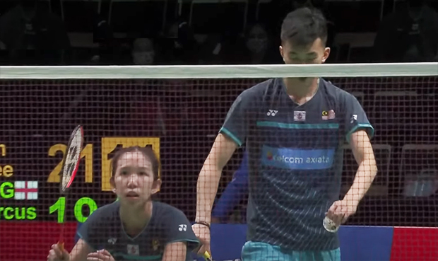 Hoo Pang Ron/Cheah Yee See inspire the Malaysian team to beat England 3-2 at the 2021 Sudirman Cup opener. (photo: Twitter)
