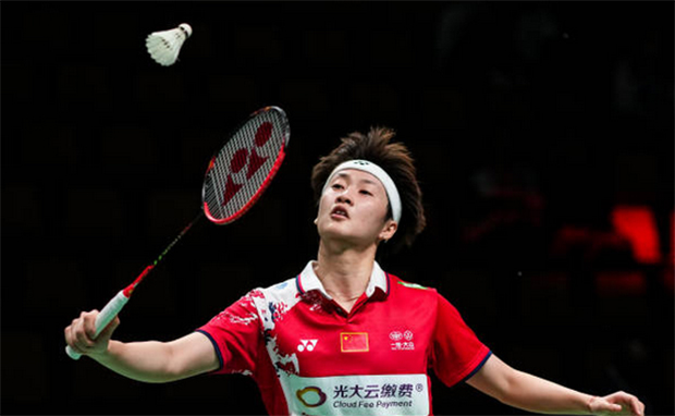 Chen Yufei gives China a 1-0 lead by defeating Eoon Qi Xuan of Malaysia 21-13, 21-11 on Sunday. (photo: Shi Tang/Getty Images)